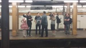 El metro, un lugar excelente para establecer conversación